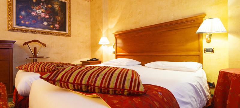 Hotel Cristallo, Sestriere - Deluxe bedroom 1.jpg